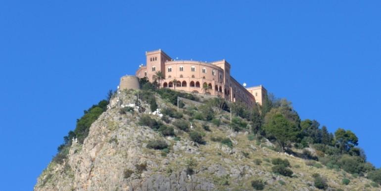 P1040692_B PA-Castello Uveggio (ph.da Via Rabin-Fiera)